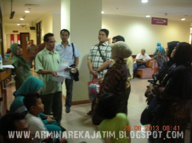 foto pemeriksaan kesehatan jamaah haji plus 2013 arminareka perdana 03 www.arminarekajatim.blogspot.com